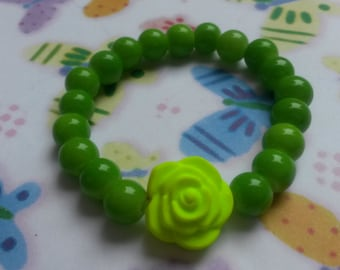 Cute green glassbeads stretchy bracelet with a large neon yellow rose