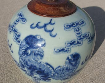 Antique Chinese export porcelain ginger jar with foo dogs / lions celadon blue