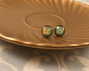 Mint and gold stud earrings in antique gold setting