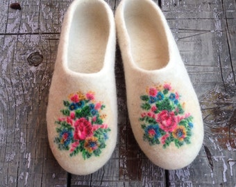 White Felted wool slippers, woman's house shoes, ecoshoes, flower slippers, felted clogs, Mothers day gift, Christmas gift, from daughter