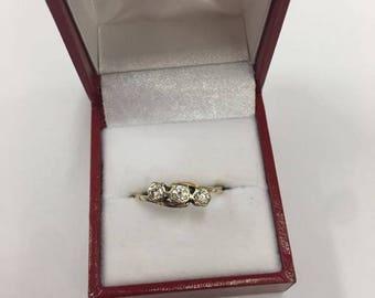 18ct Yellow Gold 3 Stone Diamond Ring Size Q