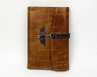 Refillable leather journal / sketchbook with antique key