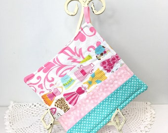 Scrappy Diva Hot Pad Grandma's Apron Strings Cotton Quilted Pot Holder Cotton Quilted Kitchen Hot Pad Gifts for Cook