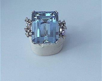 Fabulous Aquamarine Ring in 18 carat gold