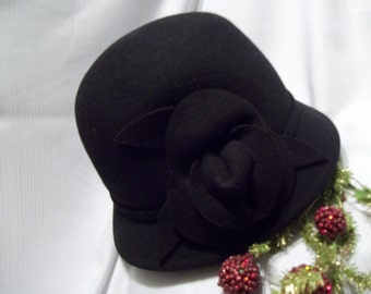 MINT Beautiful Black Wool Cloche Hat  With Floral Accent - Mad Men - Womens