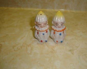 vintage pair salt pepper shakers set alice in wonderland tweedle dee dum