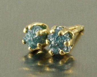 Raw Rohdiamant Gold Ohrringe - seltene blaue Rohdiamanten Konflikt frei - 14K Gold gefüllt Ohrstecker blau