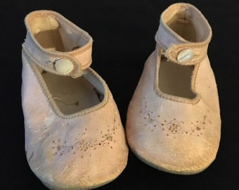 Vintage pink baby ballet style shoes