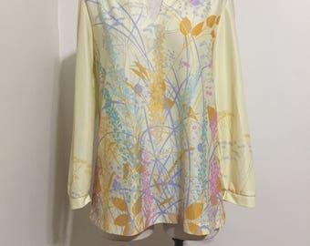 Fantasy print blouse with mandarin collar