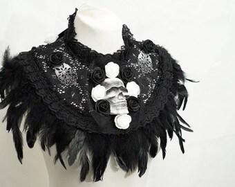 Black and white skull collar Cape with roses and feathers / schwarz weisser Totenschädel Kragen Cape mit Spitze und Rosen und Federn