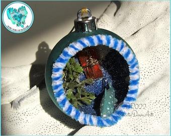 Shark Ornament, Retro Shark Diorama, OR022, Aqua