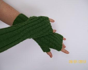 Spiral rib fingerless gloves pattern