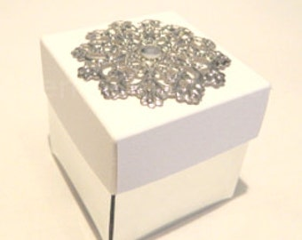 25 Cinderella wedding favour boxes made in white and silver colour and sparkly jewel