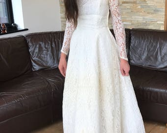 An original 1950s lace wedding gown by Mandell London Sz8