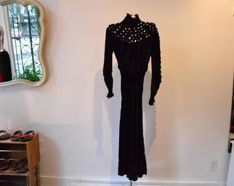 Magnificent Edwardian Mourning Dress. Silk Velvet 1900s latice, bias cut, gathered sleeves. AMAZING!