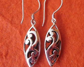 Balinese Sterling Silver dangle Earrings / 4 cm long / silver 925  / Bali Handmade Jewelry / (#105K)