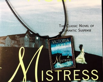 Mistress of Mellyn necklace