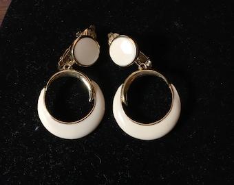 Vintage Gold & Cream Trifari Clip On Earrings