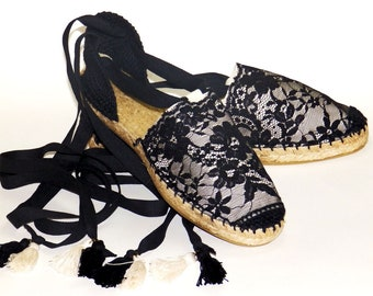 Lace up flat espadrilles with black lace trim. Beige canvas. Spanish traditional espadrilles   Organic cotton   Alpargatas made in Spain