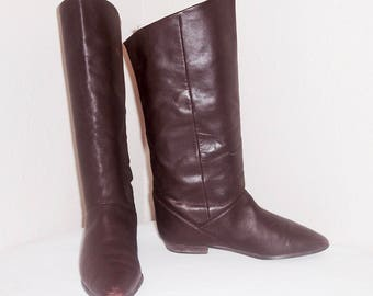 Sz 9 N Vintage Tall Chocolate Brown Genuine Leather 1980s Women Flat Pirate Pull On Slouch Boots.