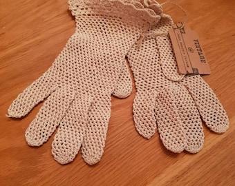 Vintage crochet 1950s gloves.