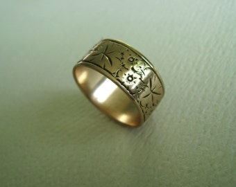 wide engraved floral band in 9k yellow gold, size 6.5