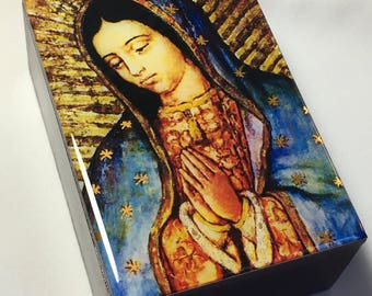 Our Lady of Guadalupe. Nuestra señora de Guadalupe. Virgen de Guadalupe. Wooden box.Communion Memories.Christening Memories.Prayer beads box