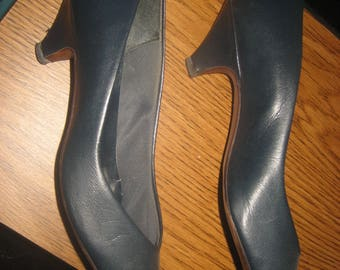 Dark Blue / Navy Pumps Low Heels Size 7 1/2