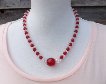 Christmas necklace, Czech glass necklace, wavy beads necklace, red and white necklace, festive jewellery, Xmas necklace, xmas jewellery,