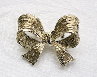"""Gold Tone Etched """"Ribbon Bow"""" Brooch"""