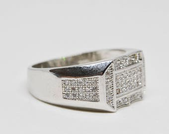 Sparkling silver tone men's ring
