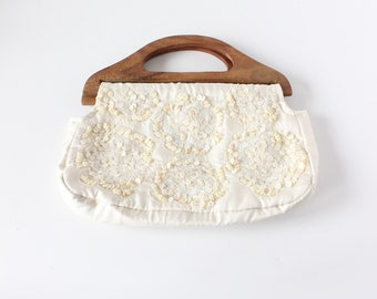 Vintage 1990s White Shell Beaded Wood Handle Bag