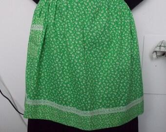 vintage green flowered apron