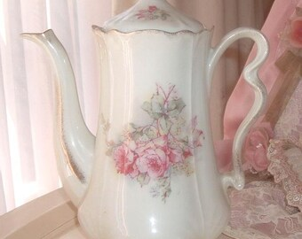 Large teapot with roses
