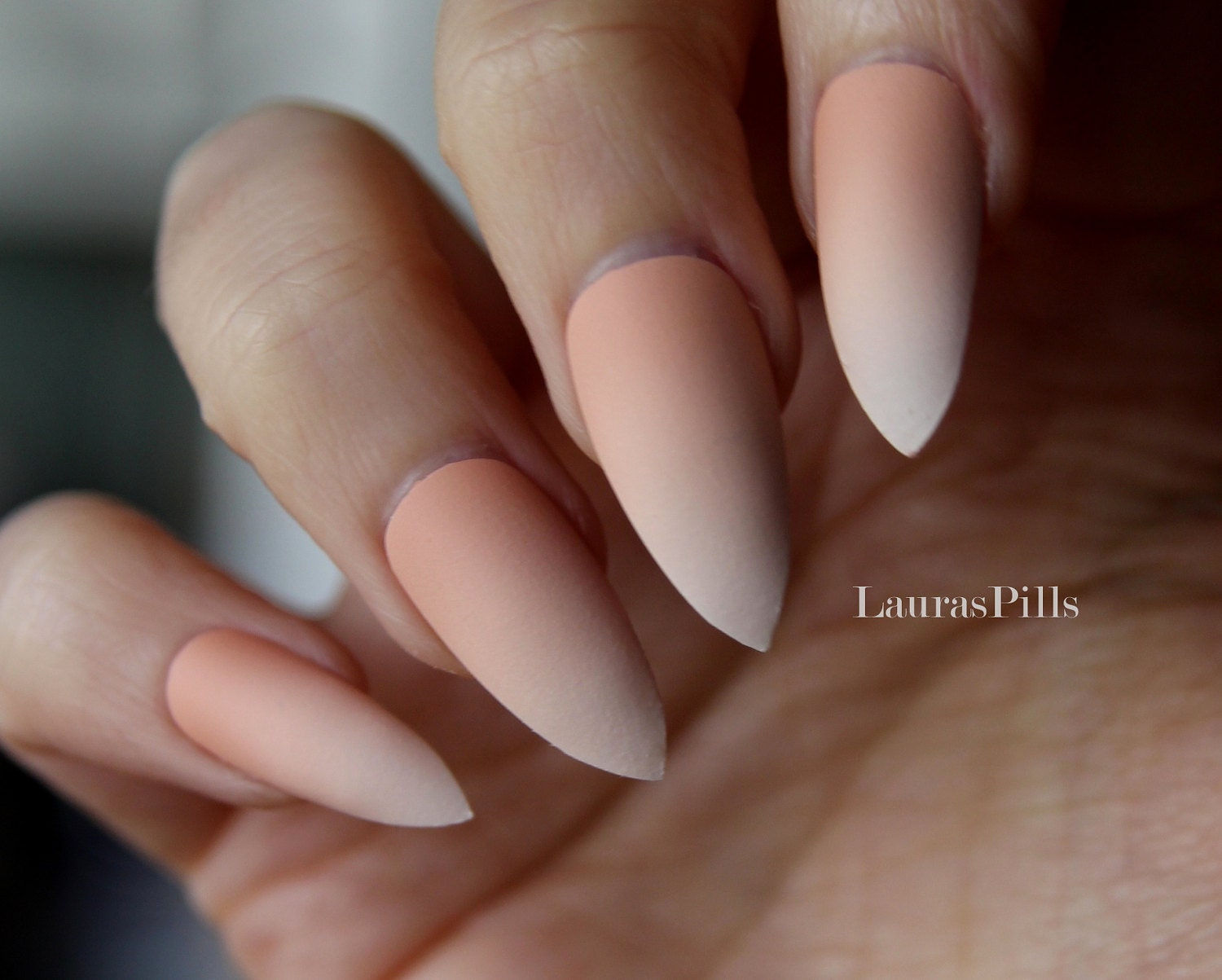 Gradient french stiletto false nails Matte or glossy Nude
