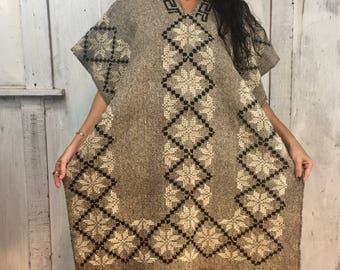 Vintage Handwoven Poncho//Mexican Wool Poncho//Folk Art Poncho//Vintage Handmade Poncho