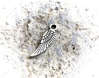 5 pendants aged silver wings
