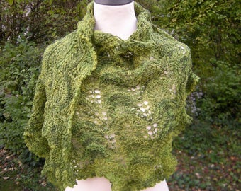 """Triangle cloth """"waves"""" scarf knitted stole triangle wrap Green"""