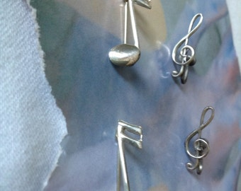 Musical notes Earrings and 2 Pins.