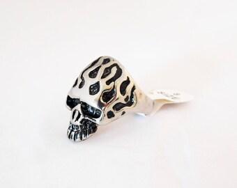 SB30 - Ring finding mens steel pattern silver skulls