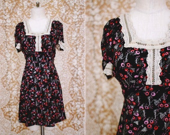 vintage 1970's navy blue dot print babydoll dress with lace trim / size s