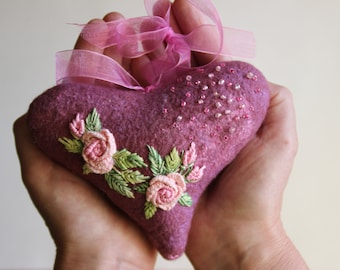 Felt pink heart with embroidered flowers Wool Felt Hearts Felt accessories wool articles  decoration Wall Décor Ornaments & Accents