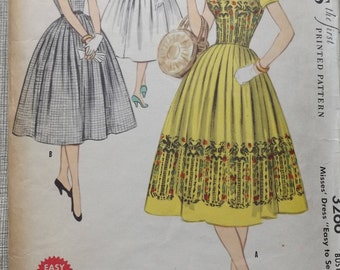 "Dress with Full Gathered Skirt and Square Neckline in Size 14 Bust 38"" Complete Vintage 50s McCall's Sewing Pattern 3266"
