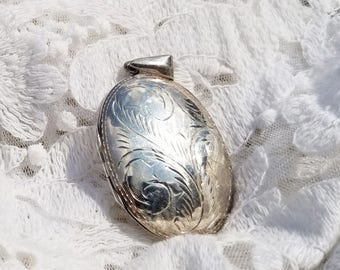 Large Sterling Sliver Etched Locket Necklace Pendant Charm -  1990s - Excellent Condition - Vintage