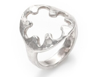 hand hammered circle and waves silver ring