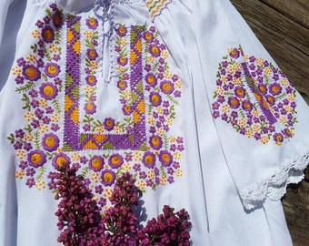 Hungarian White Blouse Floral handembroidered, Peasant blouse,  white floral peasant blouse, embroidered blouse, hungarian embroidered