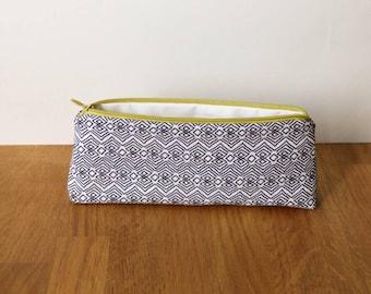 Petite trousse de sac, motif éthique moderne et zip jaune moutarde