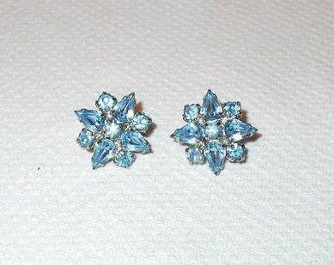 Vintage 60s Weiss Signed Blue Silver Floral Star Rhinestone Huggie Screw-Back Clip Earrings