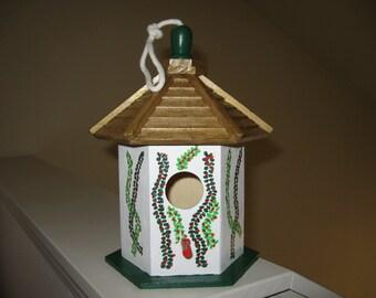 FESTIVE GAZEBO WOOD Birdhouse - White/Gold - Decorative Home and Garden Decor