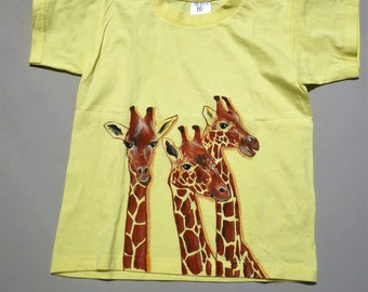 tee-shirt enfant,  peint à la main, tee-shirt girafe, tee-shirt coton, tee-shirt jaune, tee-shirt fille, tee-shirt garçon, tee-shirt BB